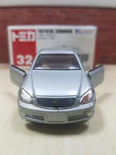 Tomica Tomy No.32 Toyota Crown 2004 diecast Scale 1/63