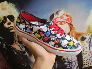 Vans authentic hello kity black white red