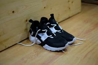 Nike Air Huarache City Low Black White
