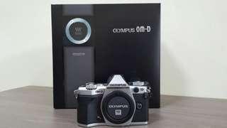 Olympus OMD EM5 MK2 like new in box