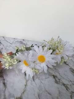 Flower crown white