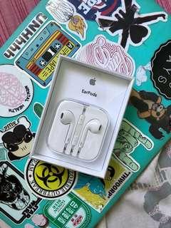 Apple Earpods (3.5mm audio jack)
