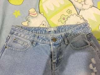 Boyfriend riped jeans