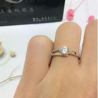 🚚 香港正生純銀飾-一邊雙排鑽單鑽戒指