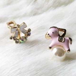 🚚 【夾式耳環】童話禮物-蝴蝶結木馬(粉色金邊)