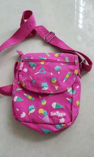 Smiggle sling bag with free gift Mimi spinner