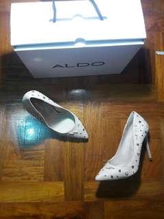 Aldo pink suede pumps size 5 or 35