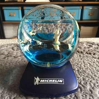 🚚 MICHELIN米其林品牌紀念水晶球造型桌上時鐘