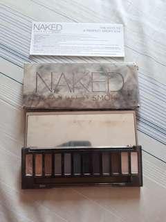Authentic Naked smokey 90% yung ibang shade di masyado nagalaw and nawawala brush 😣 rfs: di ko na masyado nagagamit nakaplastic pa yung salamin niya selling low