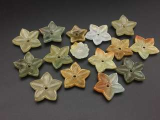 天然翡翠糯種辣色花片掛件一組(共15件)