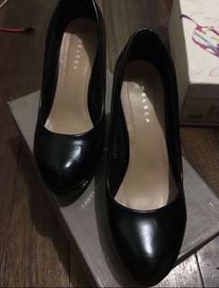 CHELSEA BLACK SHOES SIZE 7