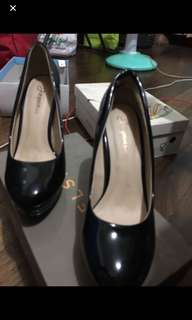 Black Shiny shoes Size 6