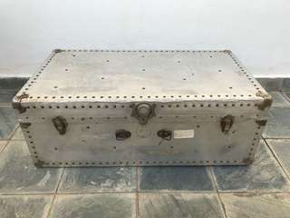 Vintage Trunk Suitcase XL Case