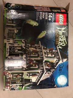 Monster Fighters haunted house set. New