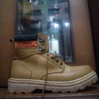 BOOTS SIZE 39 NEW