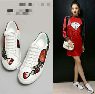 (INSTOCK) Floral Embroidery Patches Sneaker White Shoes
