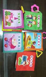 🚚 嬰幼兒學習書 可以洗的布書5個
