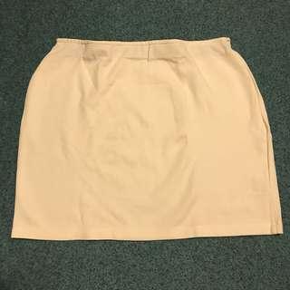 🚚 👗Pazzo 白色彈性短裙 S號