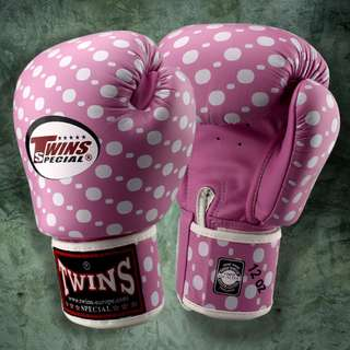 Twins Special Muay Thai Gloves 'Polka Dots' Pink/White – 12 oz