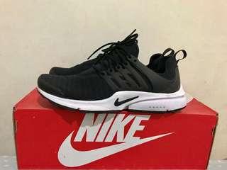 Nike Air Presto Black and White