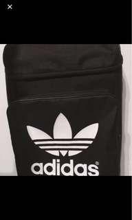 🚚 愛迪達adidas黑色後背包