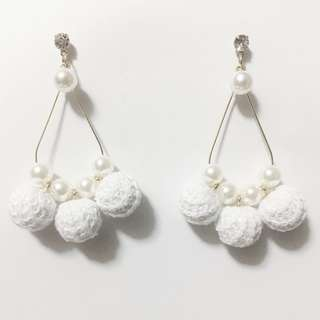 WHITE BON BON HOOP EARRING WITH PEARLS AND CRYSTAL