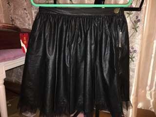 日本仿皮短裙,配蕾絲腳