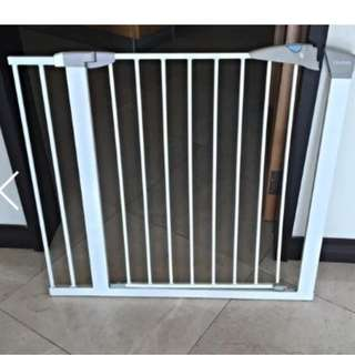Lindam Safety Gate Sure Shut Axis (White) With extension 14cm