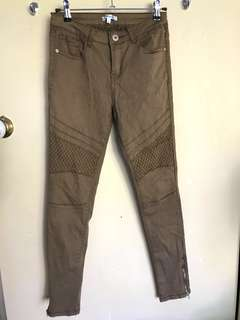 Skinny jeans with lower leg zips