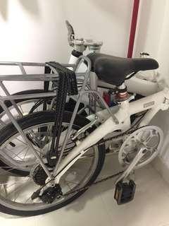 Low mileage Dahon bike for sale