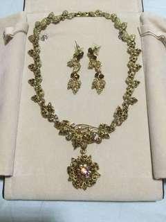Gold leaf pendent necklace earrings set