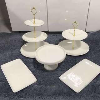 White porcelain theme table decor (rental)