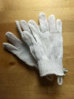 The Body Shop Exfoliating Mitts