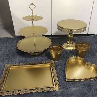 Gold theme table decor (rental)