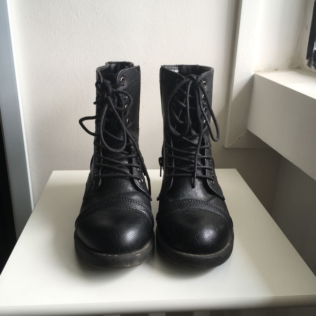 7f8db8f98 Black Faux Leather Boots Primark, Women's Fashion, Shoes on Carousell