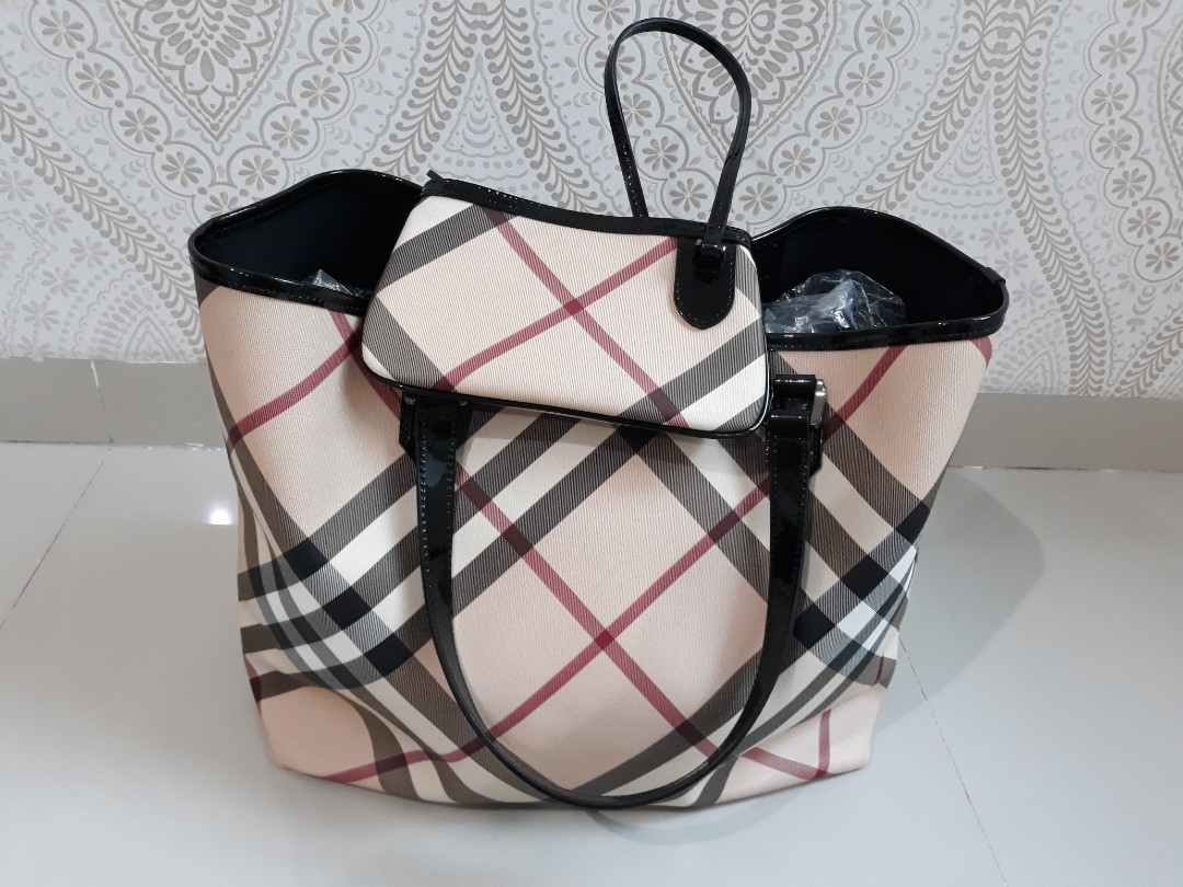 Burberry Black Patent Leather Supernova Check Coated Canvas Large Nickie  Tote Bag d0dc004695cac
