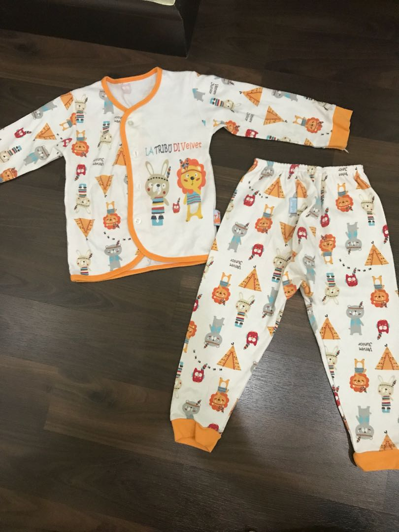 Preloved pyjama velvet junior size L ( 12-18 months )