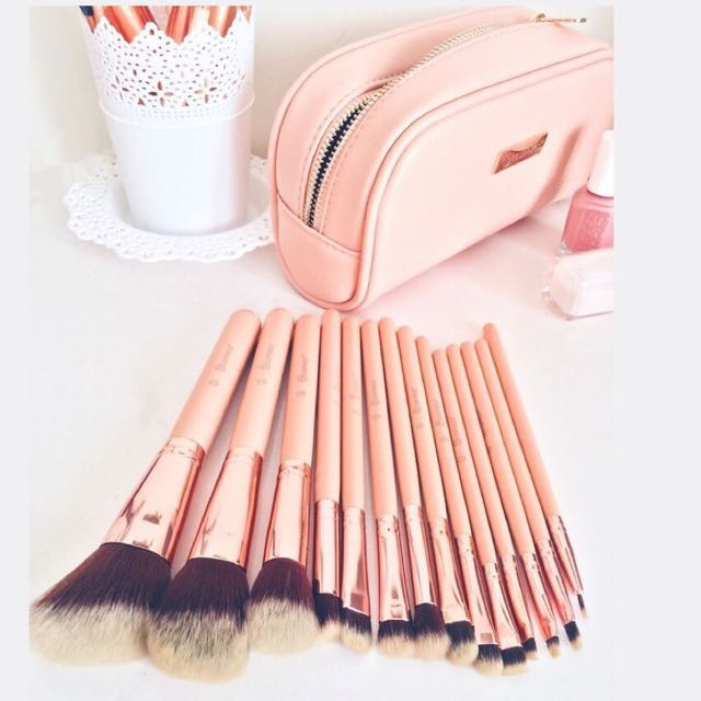 dd75923446878 ⛔️SOLD 🌙 BH Chic - 14 Piece Brush Set with Cosmetic Case