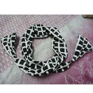 (90% New) 韓國 粗鋼線黑白髮箍