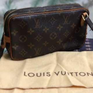 Authenthic Louis Vuitton Pochette Sling bag