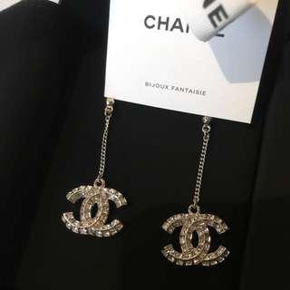 Chanel 雙C垂吊耳環