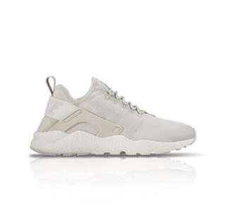 Nike Air Huarache (in Cream) size 36