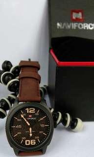 Jam tangan pria navy force