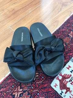 BRAND NEW Steve Madden Black Slides Size 6