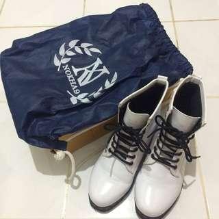 Sepatu Boots putih