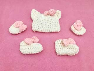 Hello Kitty Bonnet Mitten and Booties newborn pictorial