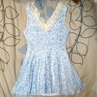 003 正韓品 DDU DDU 原價2980 大 V領白珍珠蕾絲滾邊緹花修身小洋裝