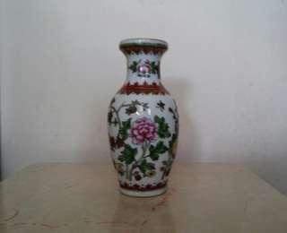 乾隆年製陶瓷花瓶