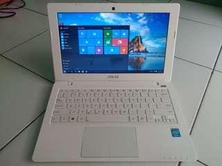 Laptop asus X200C slim Ram 2 hdd 500 mulus