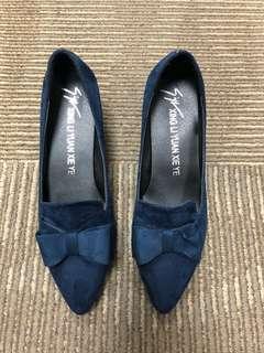 Women heel shoe